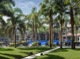 Dusit Thani LakeView Cairo, Hotel in Kairo