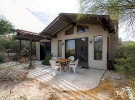Borrego Springs House with Pool Table and Mtn Views!, hotel in Borrego Springs