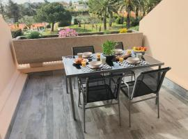Appartement 2 pieces, renove, 2 piscines+tennis, mer, climatisation, hotel with pools in Antibes