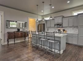 Modern San Antonio Retreat Less Than 1 Mile From Downtown!, vacation home in San Antonio