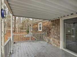 Quiet Brewster House with Deck - Mins to Bay Beaches!, holiday home in Brewster