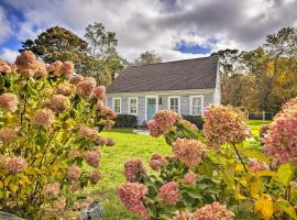 Charming Cottage with Deck - Walk to Skaket Beach!, holiday home in Orleans