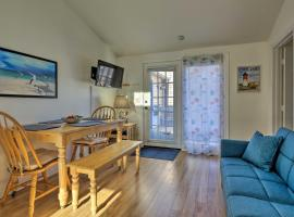 Cozy Condo with Private Deck Walk to Beach & Dining, hotel in South Yarmouth