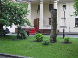 Dwór Zieleniewskich – hotel w pobliżu miejsca Rodzinny park rozrywki Energylandia w mieście Trzebinia