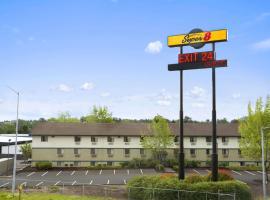 Super 8 by Wyndham Portland Airport, hotel near Portland International Airport - PDX, Portland