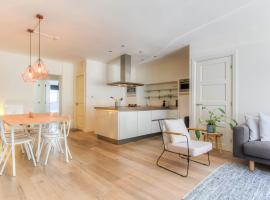 Luxurious ground floor apartment with patio, hotel in Amsterdam