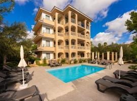 Apartamentos Sinfony, hotel with pools in Canyamel