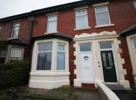 Bryan Choice - Close to Town - Newly Refurbished - Games Room - Large Property, hotel in Blackpool