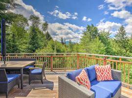 Stowe Home with Gourmet Kitchen&Large Deck with Mtn View, hotel in Stowe