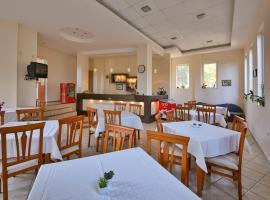 Family Hotel Efos, отель в Святых Константине и Елене