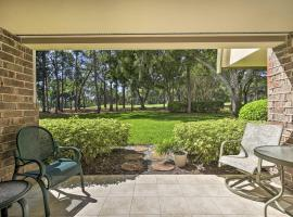 Spacious Tampa Area Condo w/Golf Course Access, holiday home in Palm Harbor