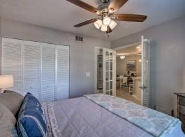Walkable Smokehouse Bay Condo with Pool Access!, apartment in Marco Island