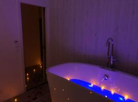 Urbinn Flat - Lit Rond, Jacuzzi, Vieux-Port, hotel with jacuzzis in Marseille