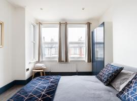 Cosy Modern Double Bed - 2 mins from Metro