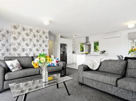 New 3 bedroom cottage, sleeps 6, hotel in Taupo