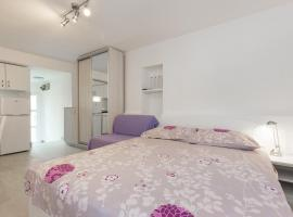 Studio Neva, pet-friendly hotel in Baška