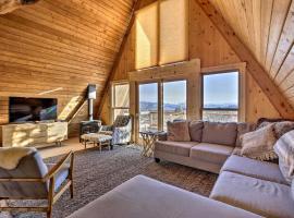 Awe-Inspiring Outdoorsy Grand Lake A-Frame Escape!, hotel in Grand Lake