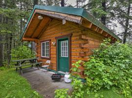 Cozy Cabin on the Creek Near Hiking Trails & Town!, hotel v destinaci Seward