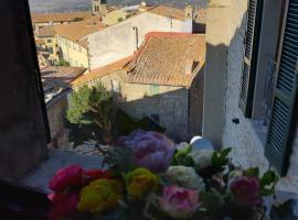 Cortona's Rooftop Nest, apartment in Cortona