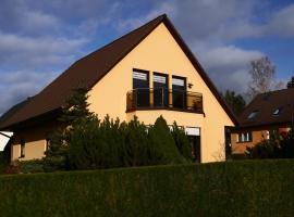 Helle moderne 52 qm Wohnung mit Balkon, Hotel in der Nähe von: Wasserschloss Klaffenbach, Chemnitz