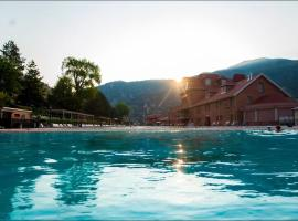 Glenwood Hot Springs Resort, hotel in Glenwood Springs