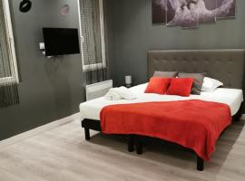 Appartement GRIS - LOVE SUITE - BALNEO-JACCUZI, hotel with jacuzzis in Marseille