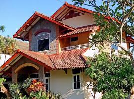 Villa Dedaun, villa in Batu