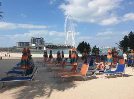 Apricus Holiday Homes - Beachfront 2BD in Al Bateen JBR, budget hotel in Dubai
