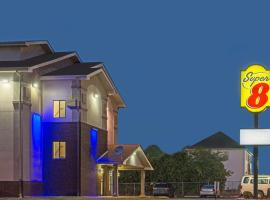 Super 8 by Wyndham New Castle, hotel near New Castle Airport - ILG,