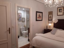 Habitación con baño privado en Duplex Getxo, hotel in Getxo