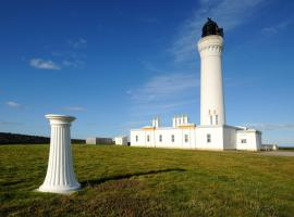 Covesea Lighthouse Cottages, hotel in Lossiemouth