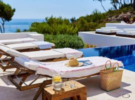 Villa Argo by The Pearls Collection, hotel in Cala Llonga