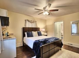 Relaxing, Comfortable, Private Bedroom, guest house in Atlanta