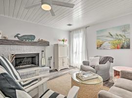 Jacksonville Beach Home with Yard - 1 Mi to Ocean, vacation rental in Jacksonville Beach