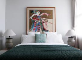 Dago Suite 3BR Luxury Apartment, hotel with pools in Bandung