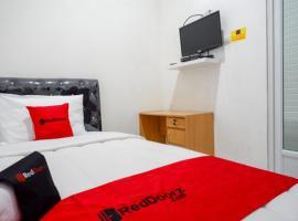 RedDoorz Hostel near Kota Lama Semarang, guest house in Semarang
