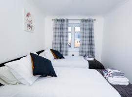 THE PALMERSTON 3 BED HOUSE THAMESMEAD GREENWICH LONDON with Netflix, vacation home in London