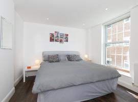Modern Apartment 1mins Tube Station Sleeps 6, hotel in London