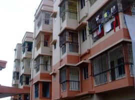 Wonderful service apartment Santana with balcony and garage, self catering accommodation in Kolkata