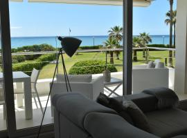 Luxurious Apartment In Front Of The Beach Gava Mar, Hotel in Gavà