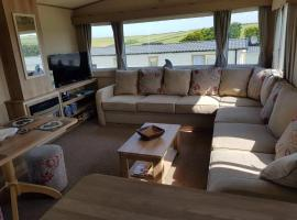 Newquay Luxury Caravan, resort in Saint Columb Minor