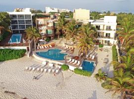 Hotel Playa La Media Luna, hotel en Isla Mujeres