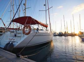 Alojamiento en barco en Puerto Colón Tenerife, boat in Adeje