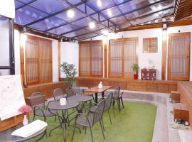 Bibimbap Hanok Guesthouse Gyeongbokgung private house、ソウルのバケーションレンタル