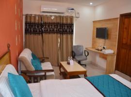 Hotel Mamata Lodge, hotel in Tenāli