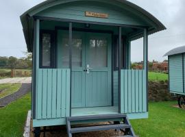 Glamping at Holly Grove Farm, hotel in Stoke on Trent