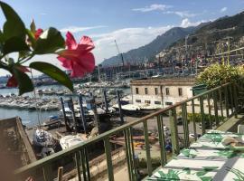 Abitare sul Porto, homestay in Salerno