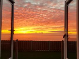 Allibella Shepherds Hut, Amazing Seaview, Private garden, Pet Friendly, hotel in Barmouth