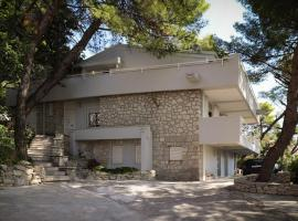 CASA DE VERANO - Penthouse in villa with the private garden, hotel in Trogir