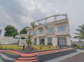 RedDoorz Syariah @ Villa Grand Mutiara Tasikmalaya, guest house in Tasikmalaya